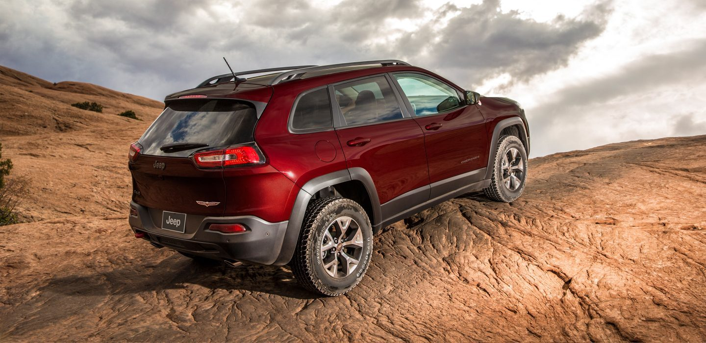 2018-Jeep-Cherokee-Gallery-Capability-Trailhawk-Red-Ascending-hill.jpg.image.1440